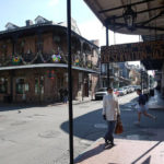 Ivonne Montealegre på Bourbon Street i New Orleans