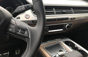 Ratt och mittkonsol på en Audi SQ7
